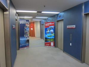 Dominionのエレベーター出てすぐ(8階)